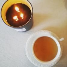 Tee und Kerzen